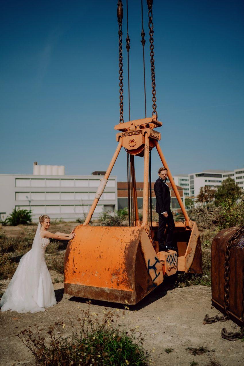 Euer Hochzeitsfotograf aus Köln, Industrie Location Köln, Paarshooting am Rhein, Hochzeitsfotografie Köln, Foto Kleer aus Düren, Hochzeitsfotos Köln