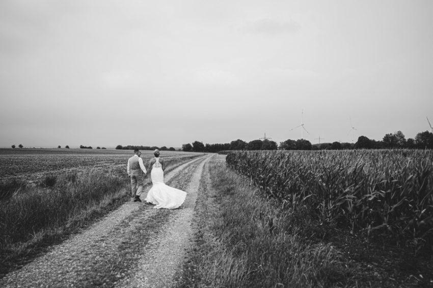 Burg nideggen - Hochzeitsshooting - Brautppar mit Hund, After Wedding Shooting, - Fotokleer fotografiert -