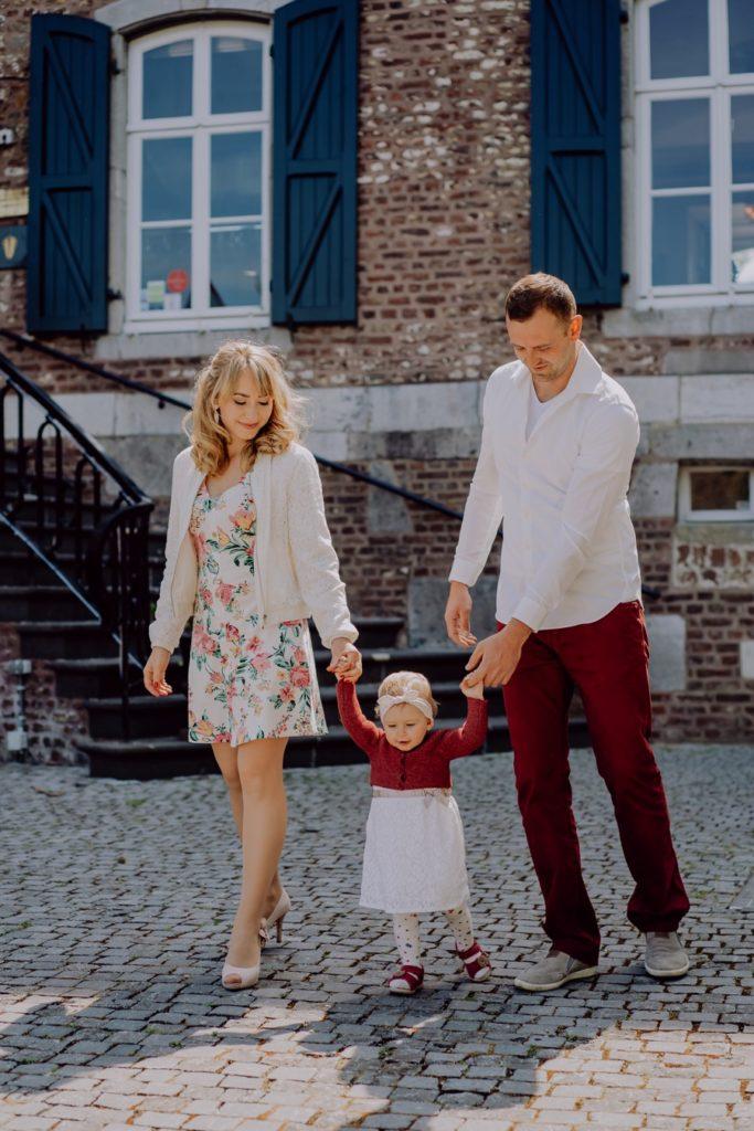 Familienbild beim Spazieren gehen im Kasteel Erenstein in Kerkrade