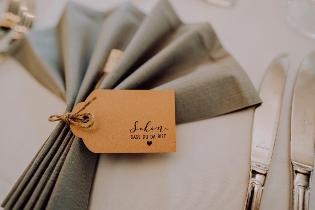 Detailbild eines gedeckten Hochzeitstisch