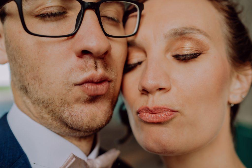 emotionales Brautpaarbild beim Hochzeits Foto Shooting